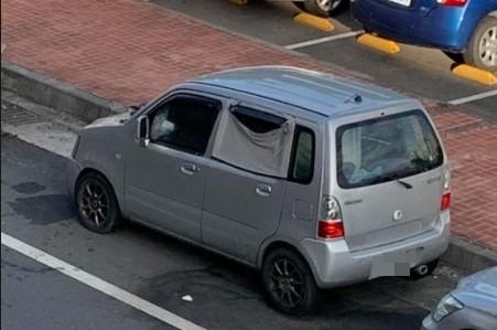中壢路停神秘廂型車 緊封車窗頻倒排泄物「有住人」!車主找到了