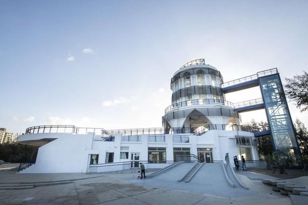 「南寮旅服中心」大改造!2層樓旋轉滑梯28日免費溜、平台賞無敵海景 |