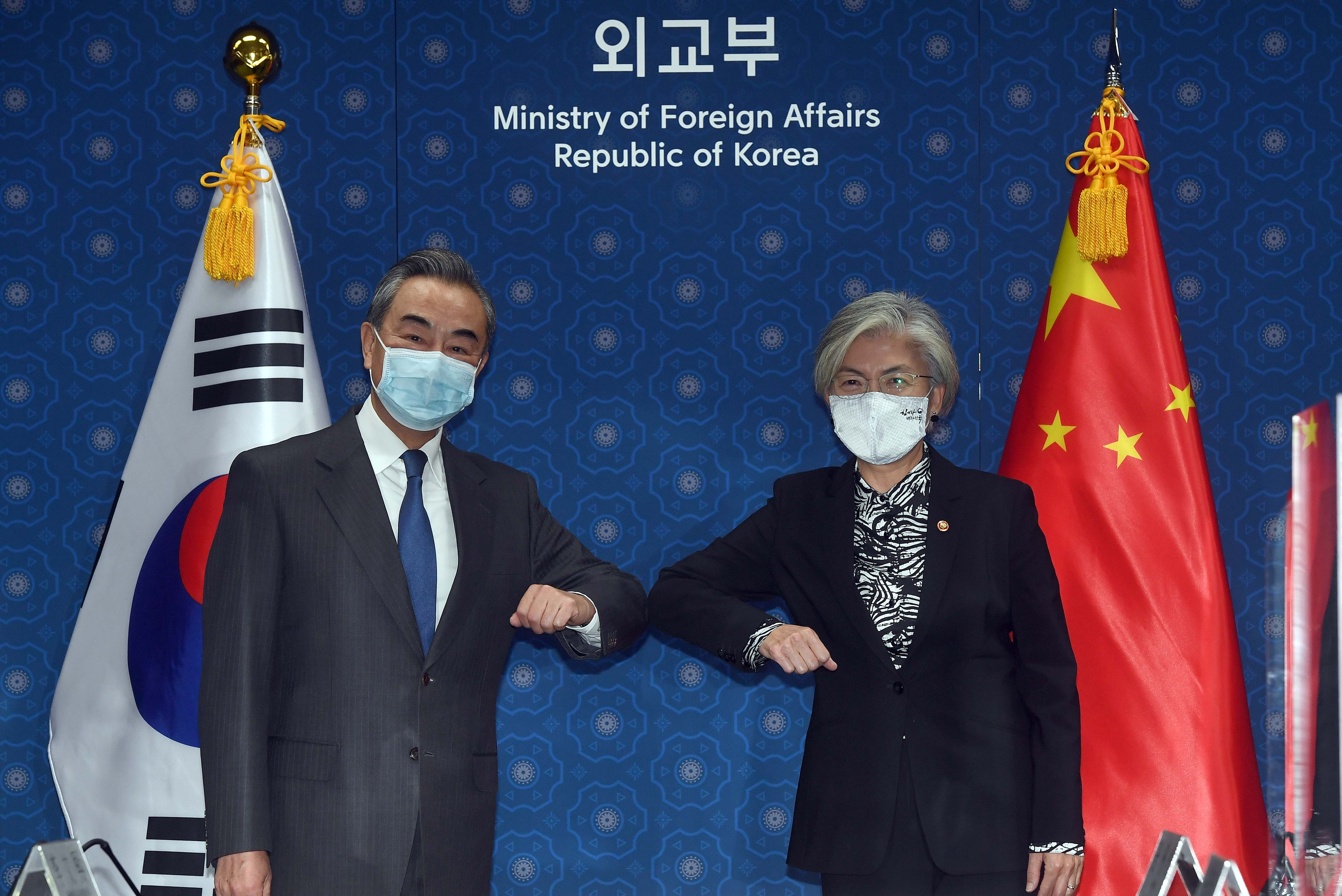 ▲▼中國外交部長王毅訪韓,26日上午與南韓外交部長康京和舉行會談。(圖/達志影像)
