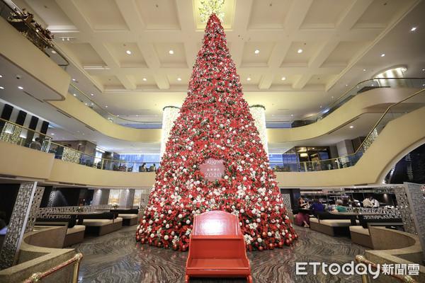 台北最高!晶華酒店3樓高耶誕樹 賞燈光秀、吃麋鹿雪橇漢堡