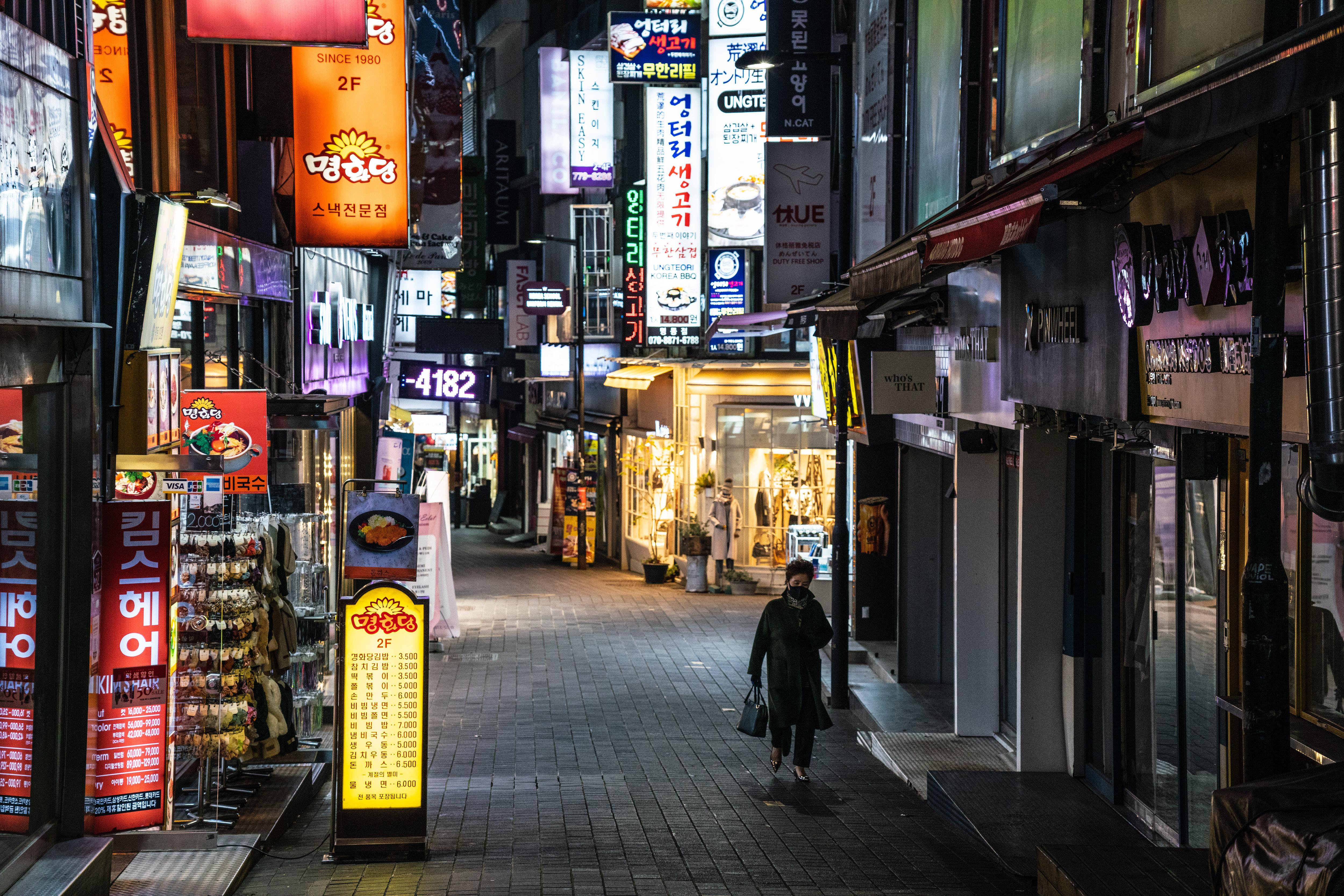 ▲▼南韓興起新冠第3波大流行,首爾明洞街頭空蕩蕩。(圖/達志影像)