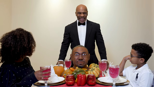 ▲▼世界重量級冠軍Mike Tyson將對手頭像做成蛋糕,搞笑吃耳嗆聲。(圖/翻攝自YouTube/Mike Tyson)