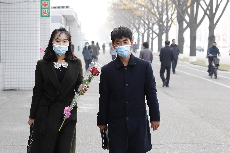 ▲▼傳北韓於20日起封鎖平壤,圖為16日平壤青年慶祝母親節。(圖/達志影像/美聯社)