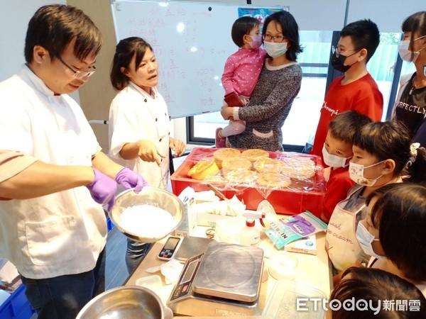 雲林家扶自立青年達成夢想開烘焙訪 回家扶指導小朋友DIY蛋糕 | ETt