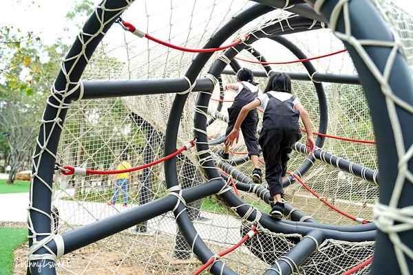 全台唯一「鋼管爬網」!台中全新親子公園 必玩滑索、山丘溜滑梯 | ETt