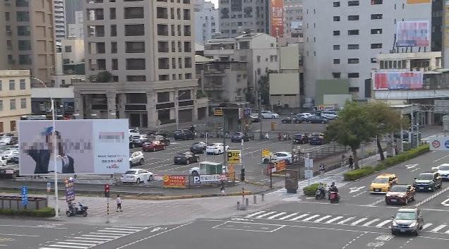 堀江旁超精華地段、至少1200坪的停車場也是陳家所有,外界估市值有36億元。(圖/東森新聞)