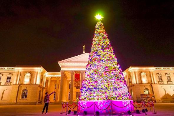 只有4場!台南超夢幻「聖誕樹燈光秀」 還能逛市集、看戶外電影 | ETt