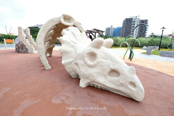 新北最新恐龍公園開箱!巨大三角龍滑梯+彈簧床 免費不限時爽玩 | ETt