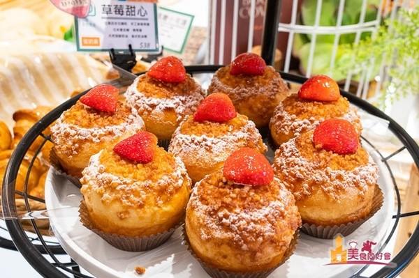 草莓控注意!高雄日式烘焙屋推系列蛋糕 滿滿大湖草莓超誘人 | ETtod