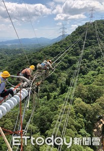 台電板橋-龍潭高壓電路更新竣工 960公尺架空線路創新紀錄