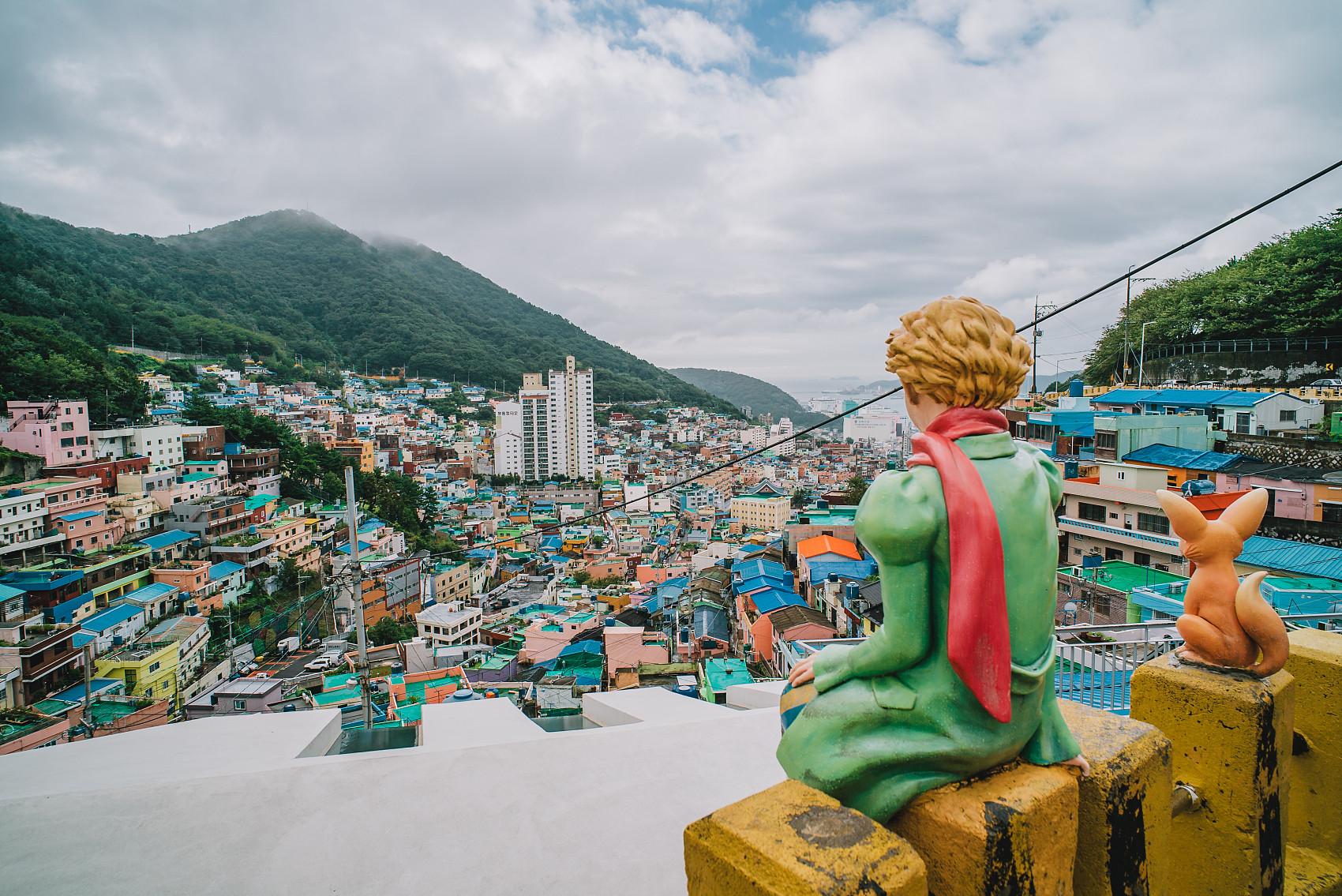 ▲▼釜山市甘川洞文化村成為知名觀光景點,卻無法改善居民生活。(圖/CFP)