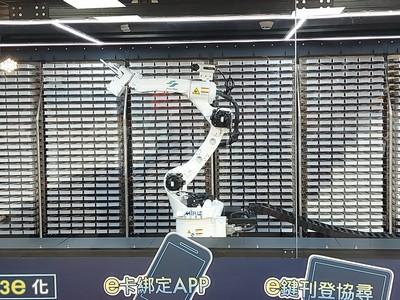 TPK宸鴻透明觸控顯示系統 提供台北捷運智慧倉儲應用