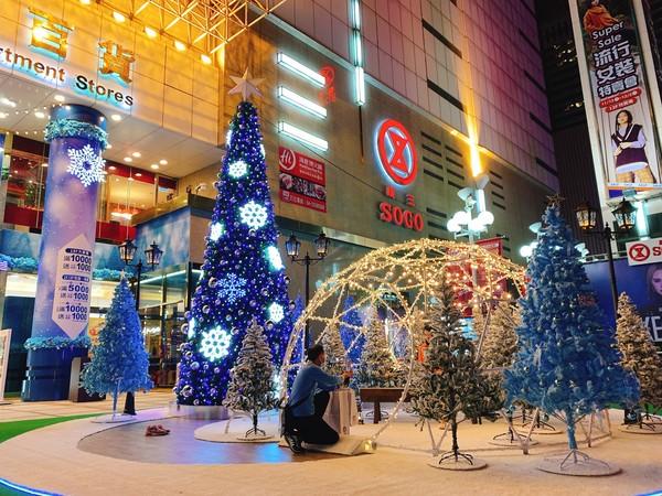 滿天雪飄落台中廣三SOGO 推迷幻藍光秀營造台版曼哈頓