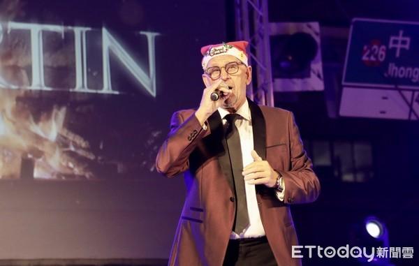 黃偉哲為河樂廣場耶誕樹點燈 荷蘭美聲馬丁驚喜獻唱療癒台南 | ETtod