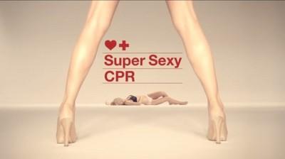 西班牙正妹示範CPR,我願意因此昏倒