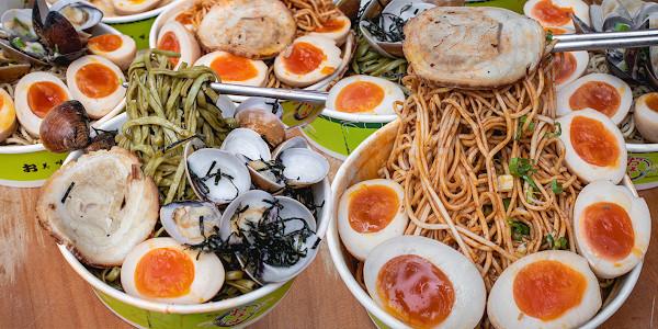 溏心蛋塞滿只要40元!台南療癒系拌麵 和風拌麵必加「滿盆蛤」