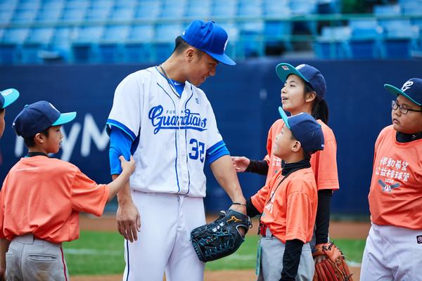 中職/悍動希望公益棒球營 富邦球星鼓勵孩子享受挑戰 | ETtoday運
