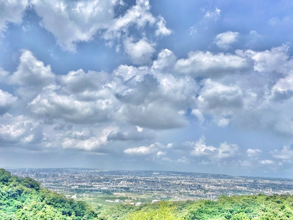 台中新景點+1!大坑9號步道觀景台啟用 180度遠眺山林和市景