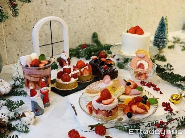 淋了櫻桃乳酪醬!夢幻「草莓舒芙蕾鬆餅」開吃 還放新鮮草莓、藍莓 | ET