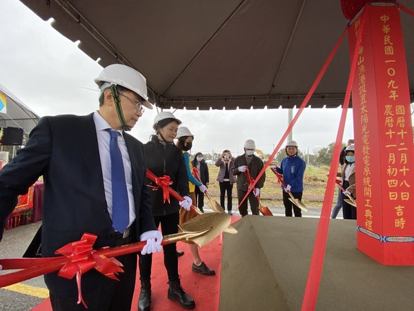 海山漁港設6000平方公尺太陽能板 年發電達132萬度 | ETtoda