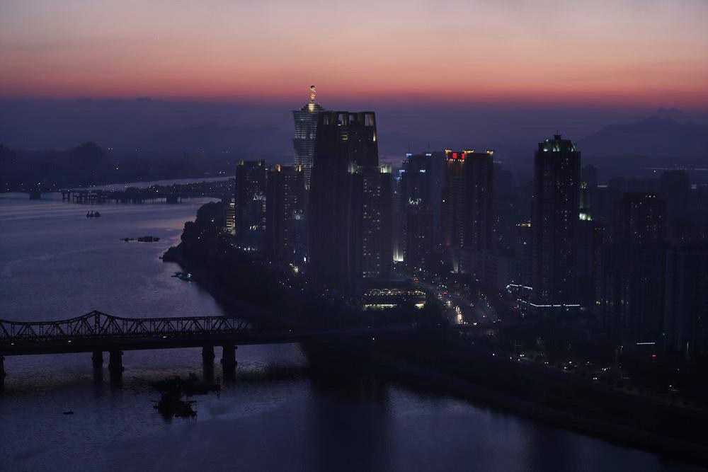 ▲▼其實北韓一般民眾相當好奇來自外界的資訊,圖為平壤夜景。(圖/達志影像)