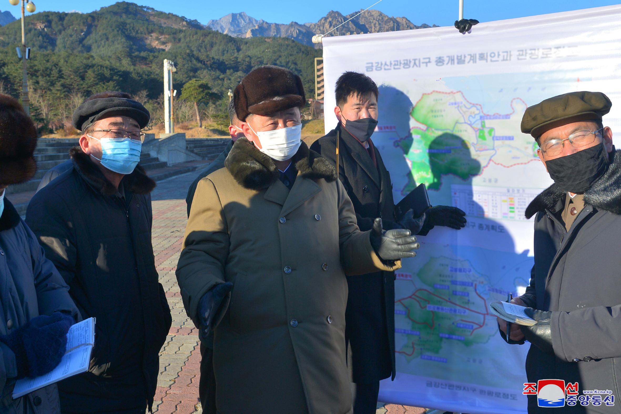 ▲▼北韓內閣總理金德訓視察金剛山觀光地區。(圖/達志影像)