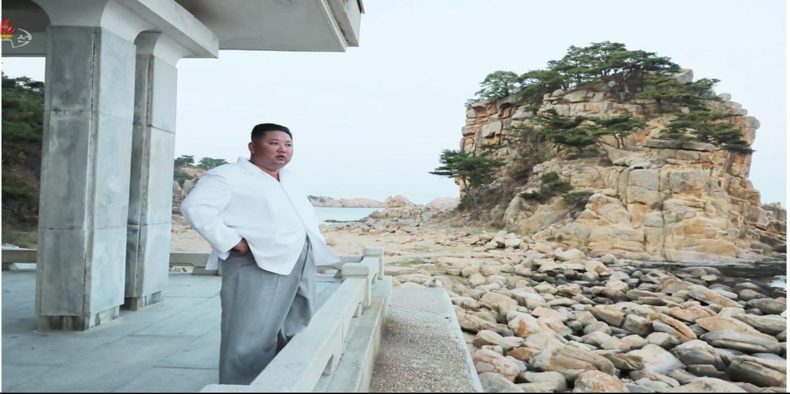 ▲▼金正恩去年10月視察金剛山時喊拆南韓設施,「看了心情差!」(圖/達志影像)