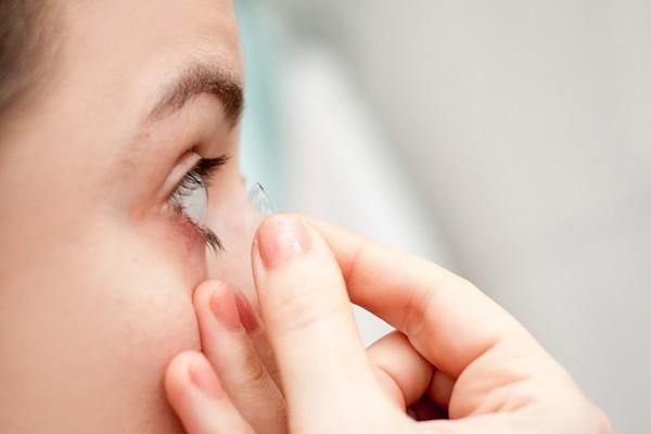 戴隱形眼鏡傷視力? 眼科醫忠告「1習慣」併發症超多 | ETtoday探