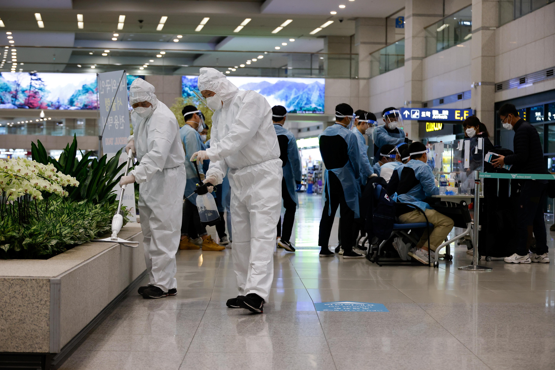 ▲▼南韓遭英國變種病毒淪陷,仁川國際機場高度警戒。(圖/路透社)