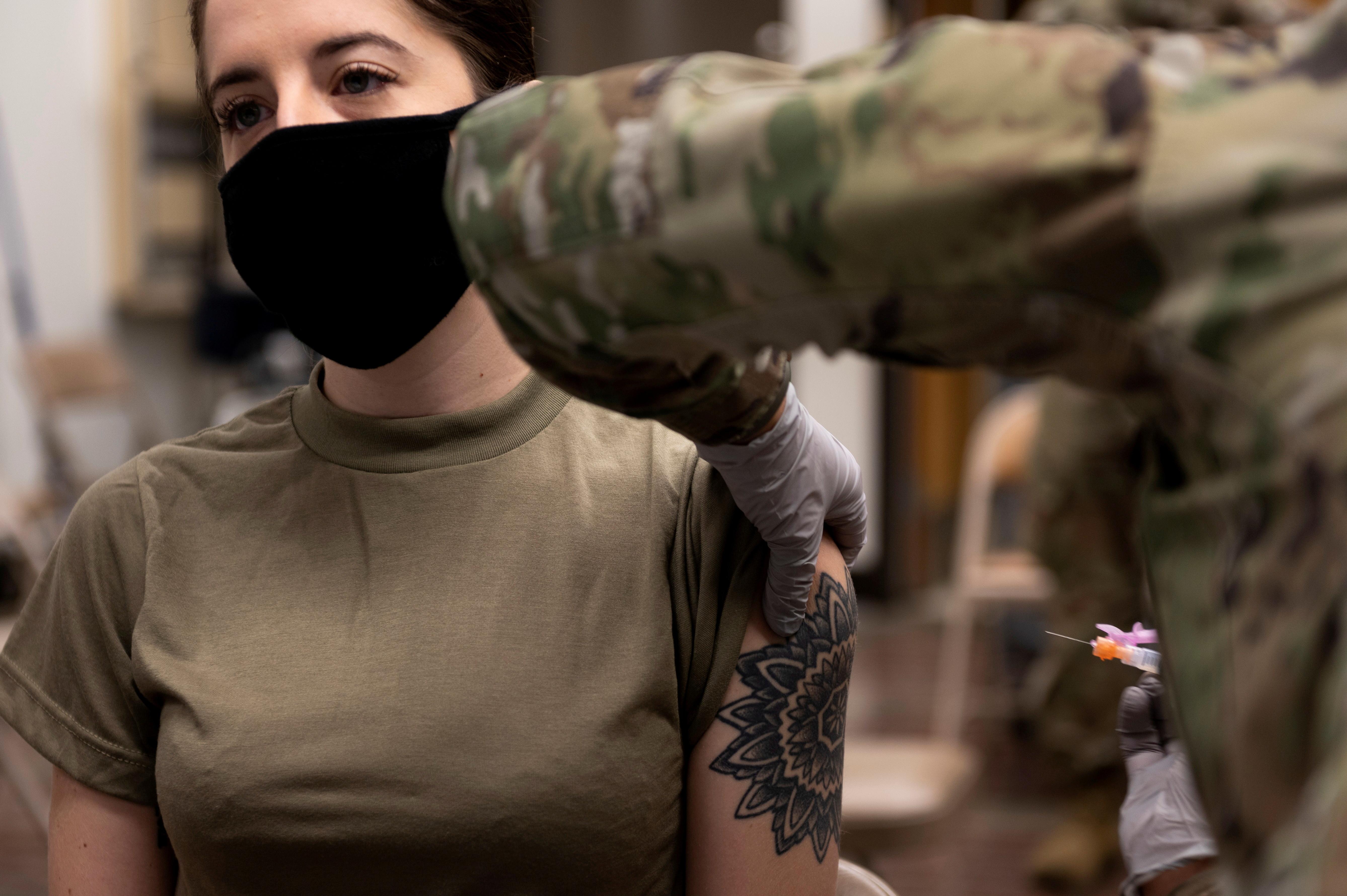▲▼駐韓美軍29日起開始接種莫德納新冠疫苗。(圖/路透社)