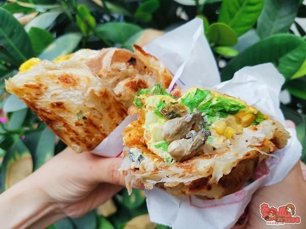 在地人也愛!台南銷魂「鮮蚵蛋抓餅」 皮脆料多、淋辣醬更過癮 | ETto
