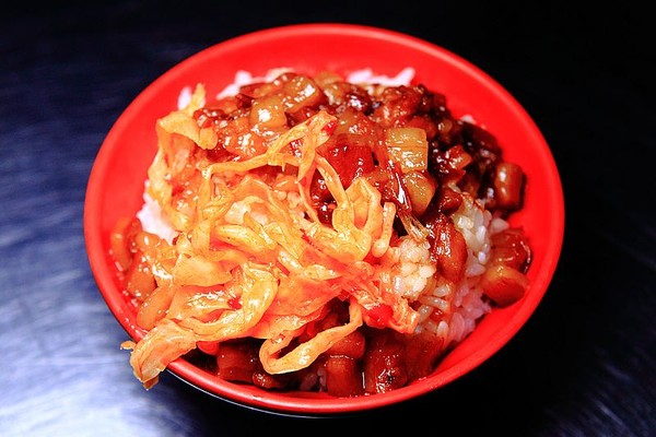 Q黏肥肉入口即化!台北隱藏版銷魂魯肉飯 還有料多清甜豬腸湯   ETto