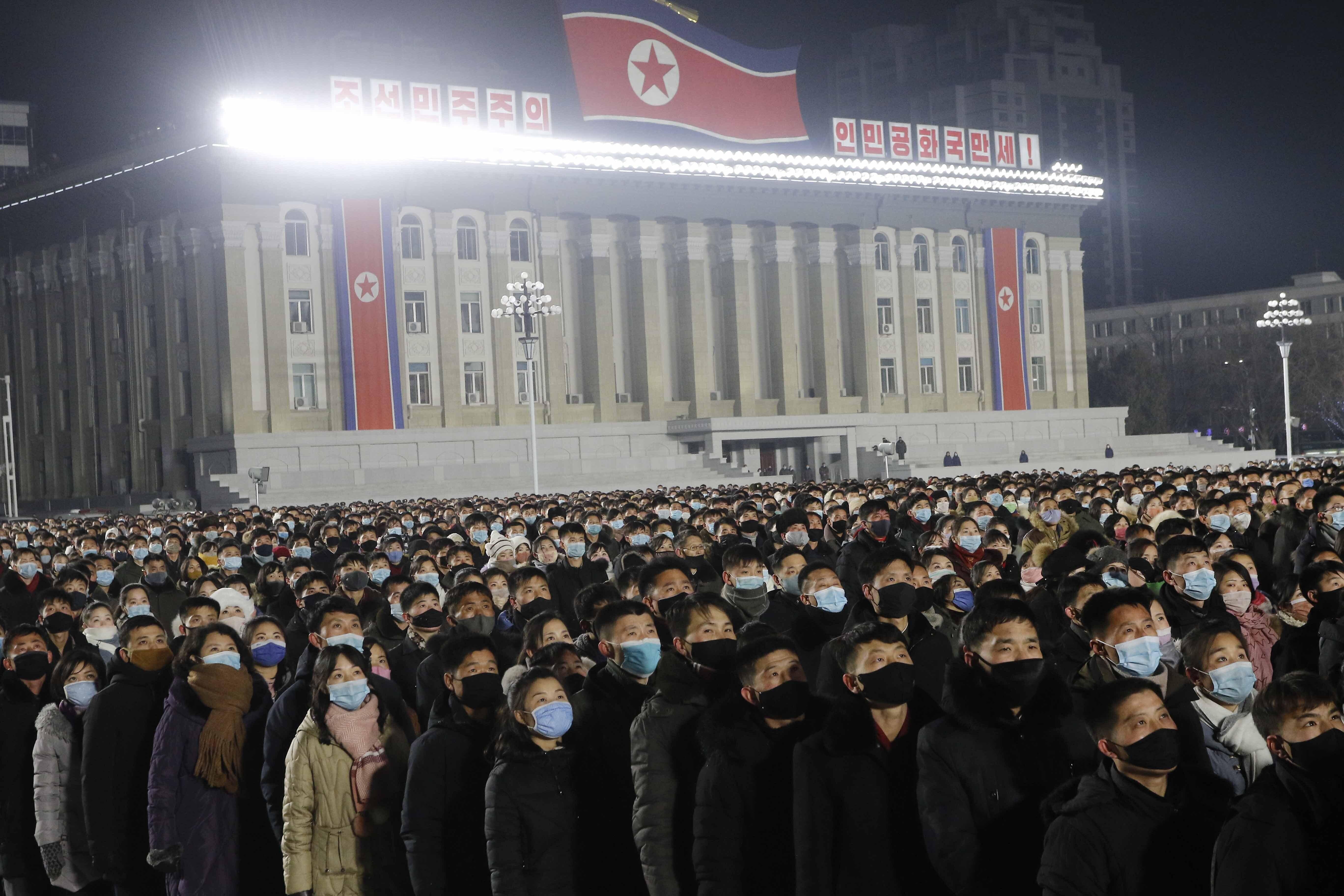 ▲▼北韓當局在平壤金日成廣場施放煙火、舉行音樂會,喜迎新年。(圖/達志影像/美聯社)