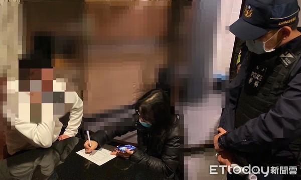 ▲▼快訊/台南2人居家檢疫偷溜出門 KTV歡唱「遇警臨檢」臉綠了。(圖/記者林東良翻攝)