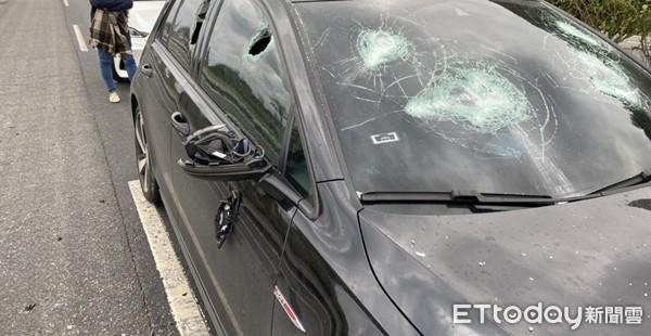跨年街頭開打!出遊爆氣 BMW屁孩掏棒「起飛砸車」 | ETtoday社