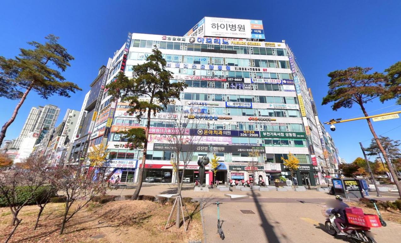 ▲▼位於該棟建築8樓的孝+療養院傳出大規模確診者。(圖/翻攝自Naver地圖街景)