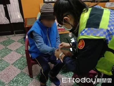 屏東潮州女警為失智男申請愛心手錬 服務到家…家屬窩心