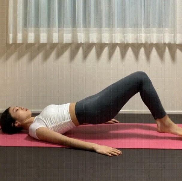 朴敏英臀腿曲线辣翻!维持体态、改善梨形身材靠桥式运动4招