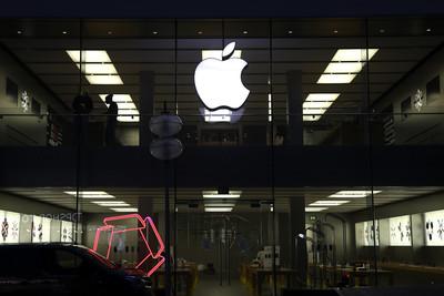 傳蘋果內部測試摺疊螢幕 新iPhone有望兼具臉部與螢幕指紋辨識