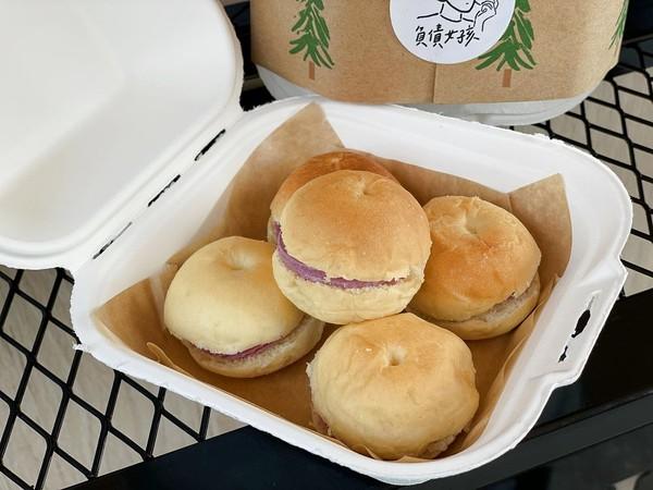 缺錢才會開!台南新開「最直白的迷你餐車」 超萌肚臍堡咬下爆餡 | ETt