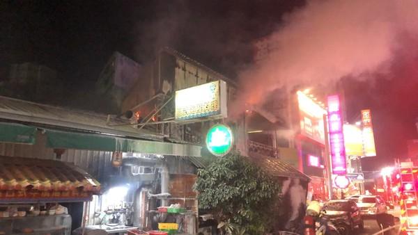 快訊/彰化市鬧區咖啡廳火警 2樓陷火海濃煙密布!