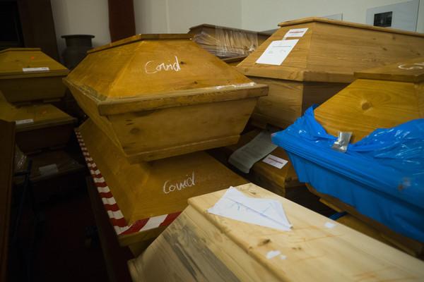 德國邁森市淪為重災區 300具棺材「疊3層高」塞爆火葬場