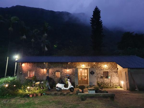 雲霧仙境下喝咖啡!金山「山中客廳」六日限定 想來憑運氣 | ETtoda