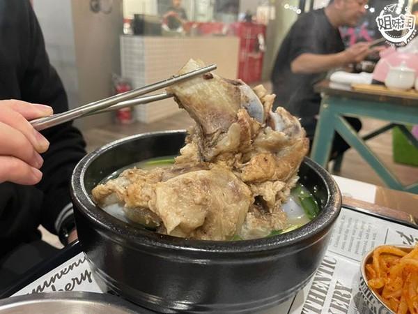浮誇大骨肉藏滿滿精華!高雄平價韓式餐館 必點皮酥肉嫩韓式炸雞   ETt