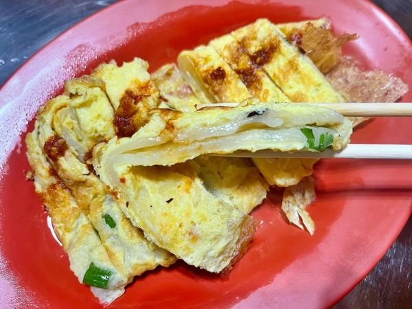 炒麵淋滿肉燥開賣秒掃光!桃園傳統早餐店 必點軟Q粉漿蛋餅 | ETtod