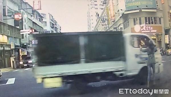 台中四貼爸嗆「撞我啊!」 火爆貨車下一秒狠心輾壓1家4口