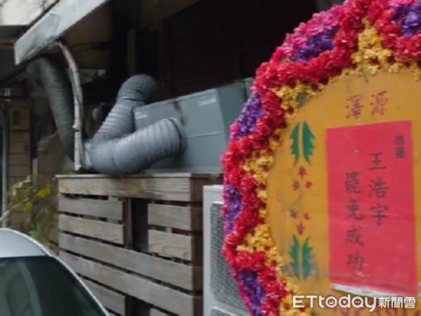 王浩宇服務處出現「恭賀罷免成功」花圈 22日將熄燈