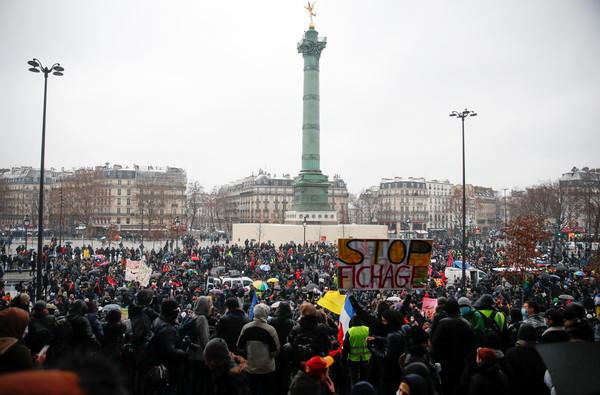 法國修法「禁舉報警執法過當」!全國怒火被點燃 20萬人上街抗議