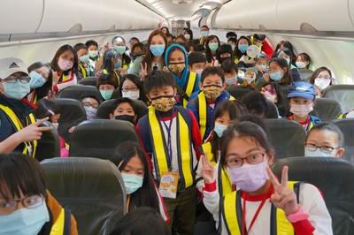 郭台銘爆料曾馨瑩「偽出國」做公益 經歷人生最溫暖的機場時光