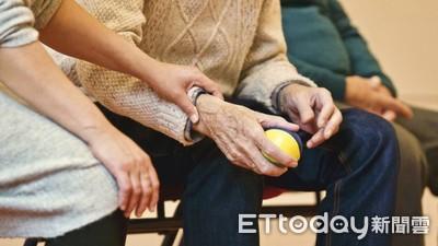 中低收、高齡及家屬可投保微型保險!金管會修法 估17.1萬人受惠